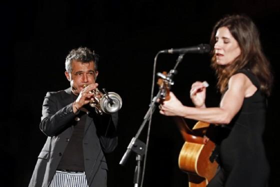 Paolo Fresu, qui insieme a Paola Turci (ANSA/Elisabetta Baracchi) (© ANSA)
