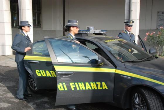 Livorno - Trovata auto con quattro esplosivi, arrestato il conducente