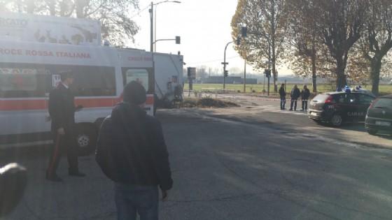 Carabinieri e Croce Rossa nel luogo della sparatoria