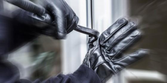 In auto con grimaldelli e attrezzi da scasso: denuncia e foglio di via