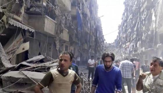 Siria, Amnesty denuncia bombe a grappolo e «razzi elefante» per attaccare la Russia di Putin