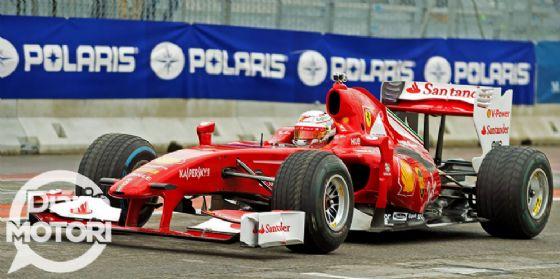 Antonio Giovinazzi guida la Ferrari F60 sull'Area 48 - Motul Arena del Motor Show di Bologna