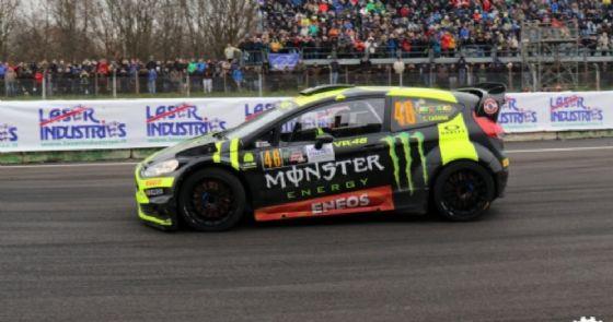 Valentino Rossi al volante della Ford Fiesta nella prima tappa del Rally di Monza