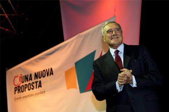 """Il presidente del Senato Pietro Grasso durante l'Assemblea nazionale """"Per una nuova proposta"""" (Mdp-Si-Possibile) a Roma"""