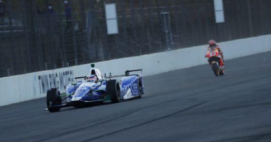 Il giro di pista di Takuma Sato con Marc Marquez a Motegi