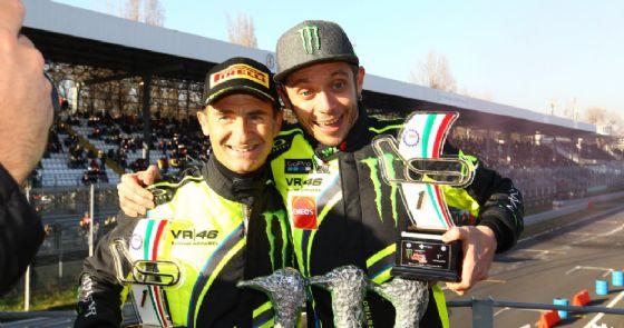 Valentino Rossi e il navigatore Carlo Cassina sul podio del Rally di Monza