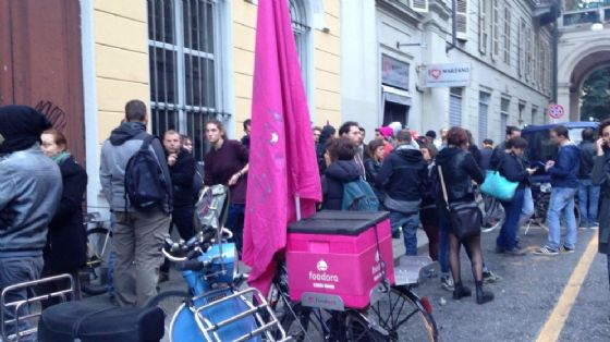 La protesta dei giovani lavoratori di Foodora