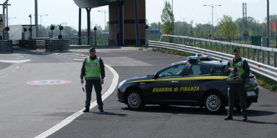 """Le Fiamme Gialle sequestrano 24 tonnellate di pellet """"italiano al100%"""": era prodotto in Polonia (© Guardia di Finanza)"""