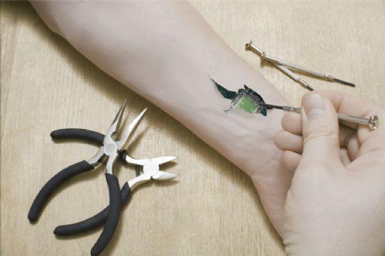 Tatuaggio in 3D formato da batteri vivi