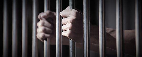 Violenze sulla nipote e sulla figlia di amici: vercellese condannato a 10 anni