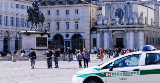 Controlli della polizia municipale in diverse zone della città di Torino