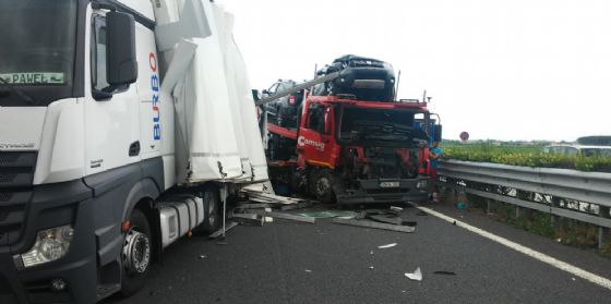 Incidente in autostrada: tre mezzi pesanti coinvolti (foto di archivio) (© Autovie Venete)