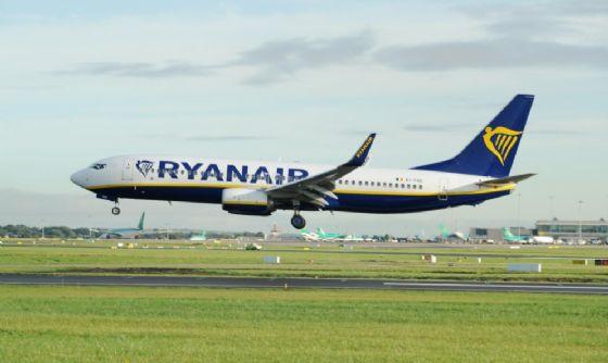 Ryanair si arrende: dialogo con piloti e sindacati