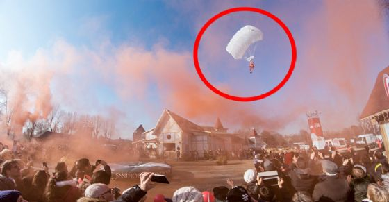 Babbo Natale arriva in paracadute