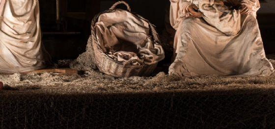 Gesù rappresentato sul un barcone: è polemica per il presepe di via Gemona (© Adobe Stock)