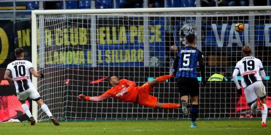 L'Udinese vince a San Siro e batte la capolista (© ANSA)