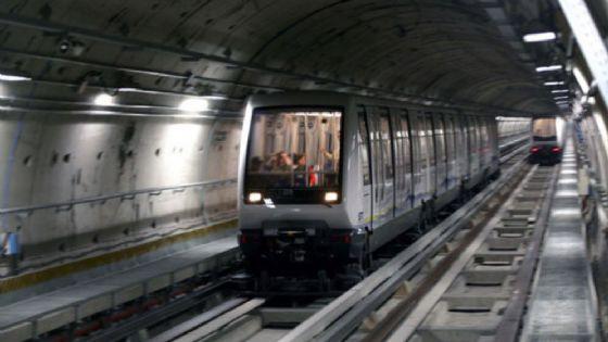 Metropolitana ferma tra Bernini e Fermi