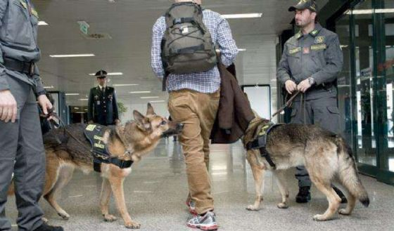 Trovate centinaia di pastiglie di viagra a un passeggero all'aeroporto di Caselle