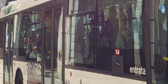In bus in centro per fare shopping: il biglietto orario dura 4 ore
