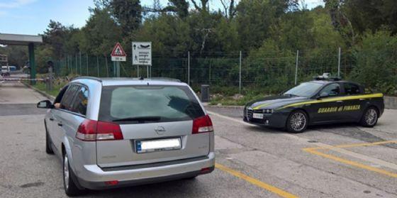 Gorizia, sequestrate 82 auto di lusso nell'ambito dell'operazione 'Ghost Cars'