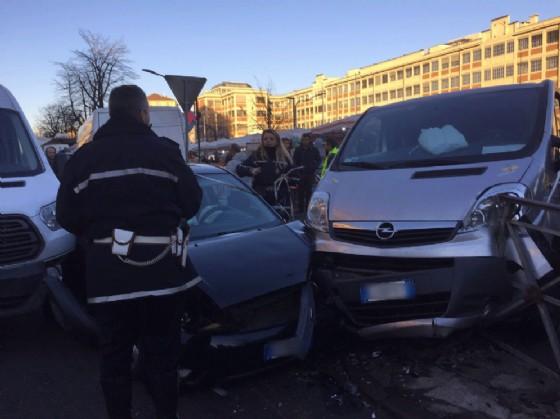 L'incidente in corso Racconigi angolo via Frassineto