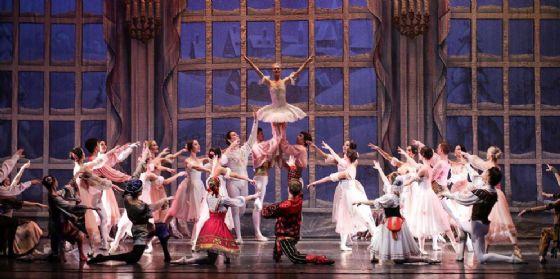 """Famiglie protagoniste a teatro per """"Lo Schiaccianoci"""" del Balletto di Mosca"""