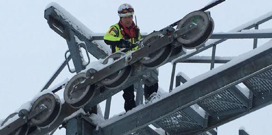 Piancavallo nella morsa del gelo, Soccorso Alpino all'opera per liberare gli impianti (© Corpo Nazionale Soccorso Alpino e Speleologico)