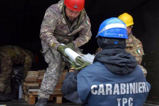 Esercito e Carabinieri in azione nel terremoto che ha colpito il Centro Italia