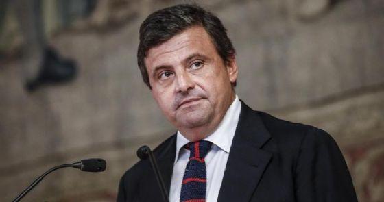Canone Rai: guerra nel centrosinistra. Tra Renzi e Calenda volano gli stracci