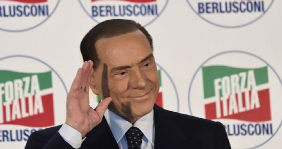 Berlusconi: per Maroni nessun ruolo nel governo