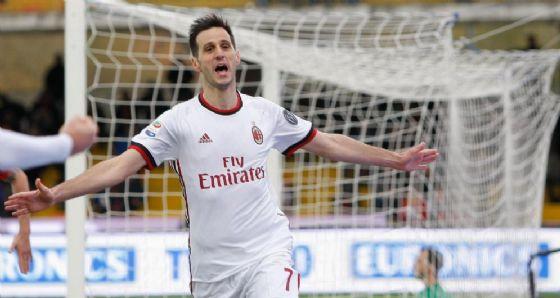Kalinic esulta dopo il gol segnato al Benevento
