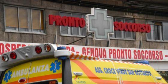 Crolla soffitto, sette migranti feriti