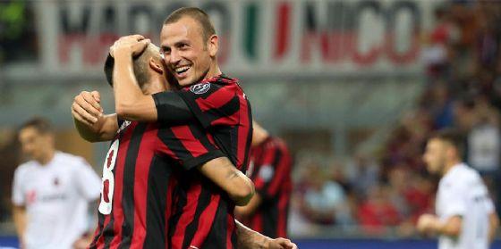 Luca Antonelli è uno dei tre difensori del Milan in uscita