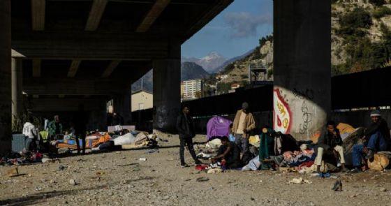 Genova, crolla controsoffitto in centro d'accoglienza: sette migranti feriti