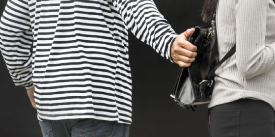 Ladri di portafogli: derubata 59enne mentre fa la spesa