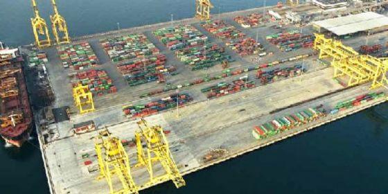Sbarcano con una nave turca: 50 migranti vengono fermati al porto di Trieste