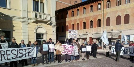 Montebelluna, tenta di impiccarsi davanti a sede Veneto Banca