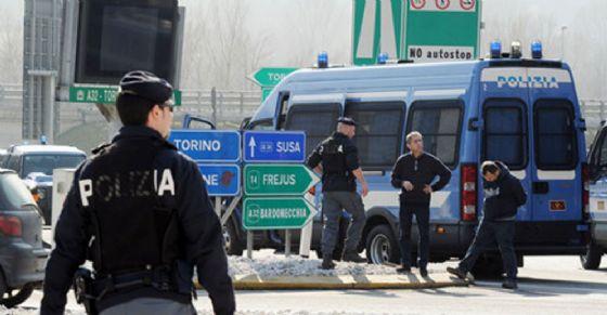 La polizia a Bardonecchia (© ANSA)
