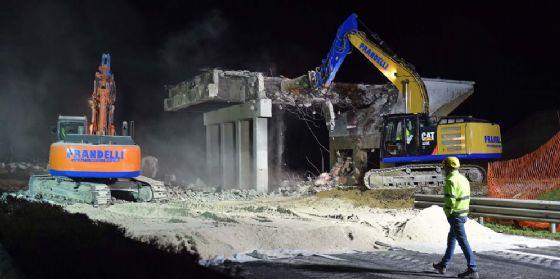 A4: demolito il cavalcavia che collega Porpetto alla località di Castello