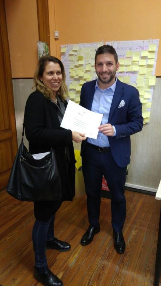Antonio Anglani premiato dalla presidente AF Claudia Casazza