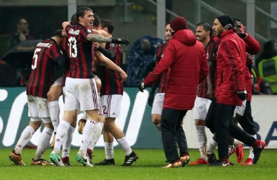 L'esultanza dei rossoneri dopo il gol di Cutrone