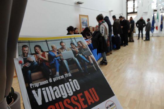 Un momento della presentazione di villaggio Rousseau, la kermesse del M5Sall'Aurum di Pescara