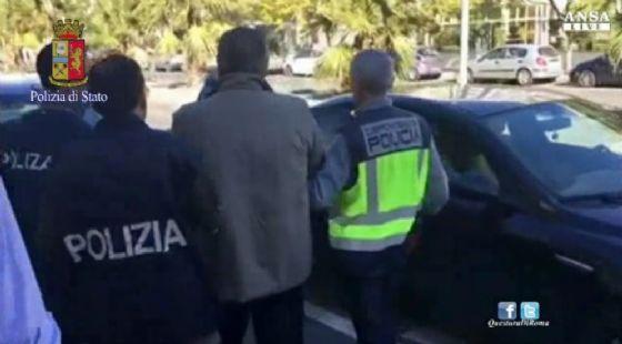 Un fermo immagine dell'arresto di Fausto Pellegrinetti boss della nuova banda della Magliana