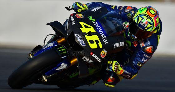 Valentino Rossi in sella al prototipo 2018 di Yamaha negli ultimi test