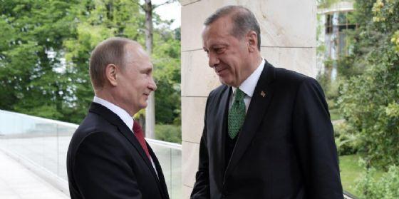 Il presidente russo Vladimir Putin e il suo omologo turco Tayyp Recep Erdogan