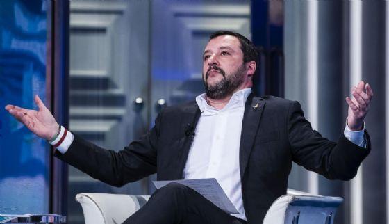 """Il segretario nazionale della Lega Nord, Matteo Salvini, durante la trasmissione Rai """"Porta a Porta"""" condotta da Bruno Vespa, Roma, 18 gennaio 2018"""