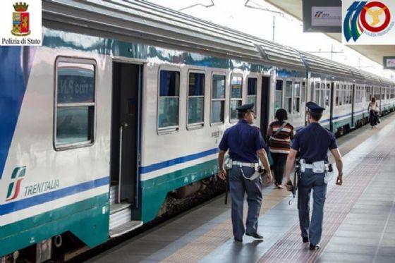 Bulli attaccano un disabile e vandalizzano il treno