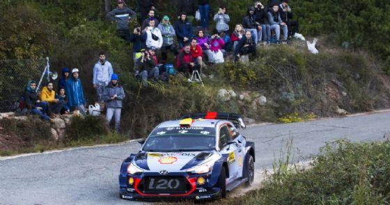 Thierry Neuville al volante della Hyundai nel Rally di Montecarlo 2017