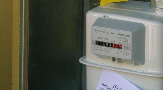 Contatori del gas irregolari in via Bra