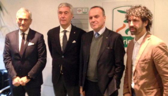 I tre candidati con il presidente della Lega B Mauro Balata